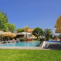 Hotel La Luna lângă piscină-1