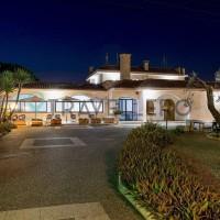 Intrare la Hotel Villa Costes